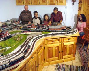Modellbahn mit Familie - Foto: Prof. Fritz