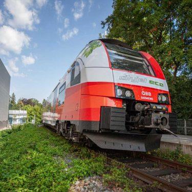 cityjet von vorne 375x375 - CO2 neutrales Reisen mit dem ÖBB Cityjet eco