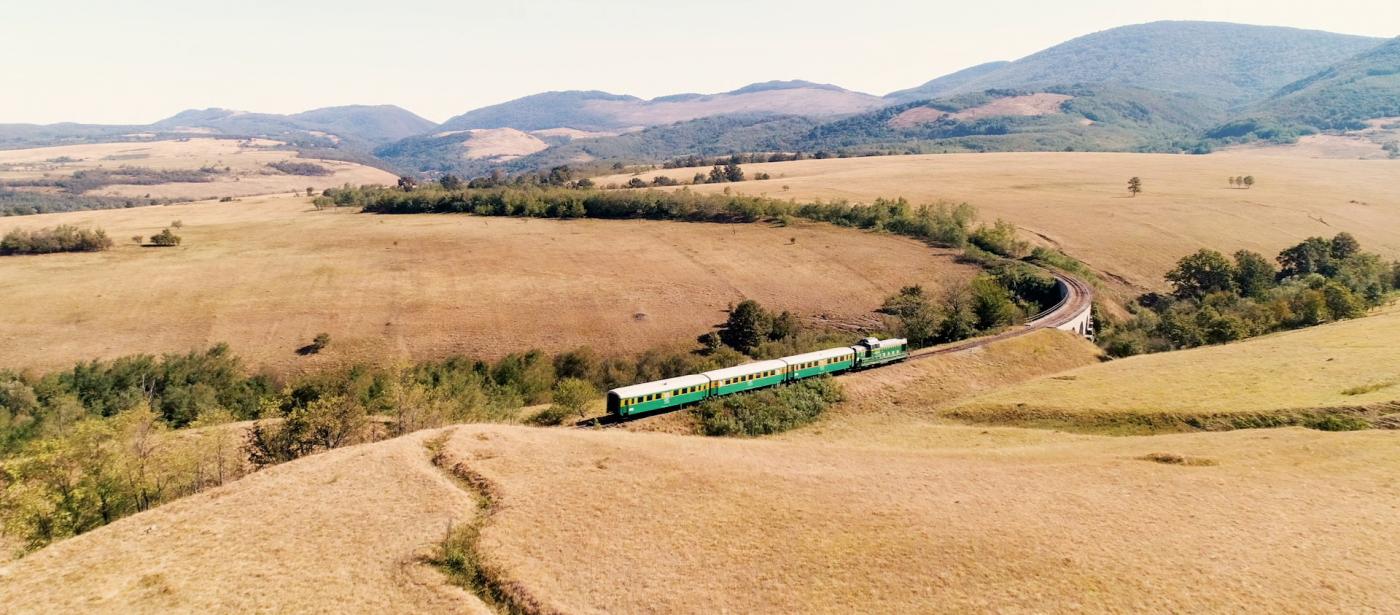 Eisenbahn in der rumänischen Landschaft